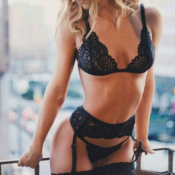 Lingerie en dentelle sexy pour femmes avec jarretière